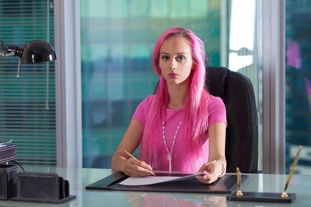 会社員に向いてない女性10の特徴